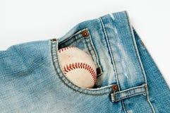 O basebol velho nas calças de brim Fotos de Stock