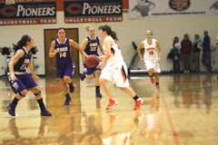 O basquetebol das mulheres do NCAA DIV III da faculdade Foto de Stock