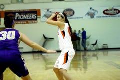 O basquetebol das mulheres do NCAA DIV III da faculdade Imagens de Stock Royalty Free