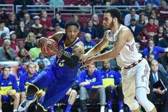 2015 o basquetebol dos homens do NCAA - Delaware no templo Foto de Stock Royalty Free
