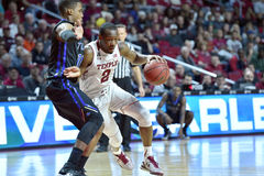 2015 o basquetebol dos homens do NCAA - Templo-Tulsa Imagem de Stock