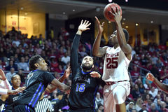 2015 o basquetebol dos homens do NCAA - Templo-Tulsa Fotografia de Stock Royalty Free