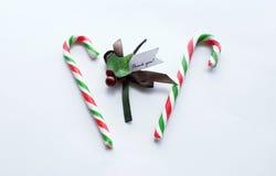 O bastão vermelho e verde do Natal de doces com agradece-lhe notar Imagem de Stock