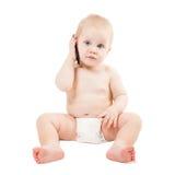 O bebé bonito está falando no telefone de pilha fotografia de stock royalty free