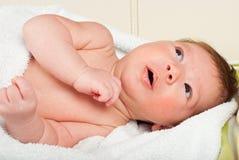 Bebé recém-nascido surpreendido Fotografia de Stock Royalty Free