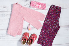 O bebê à moda veste a coleção na cor cor-de-rosa e roxa fotografia de stock royalty free