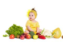 O bebê é bordadura dos vegetais e frutos, isolados sobre o branco fotografia de stock royalty free
