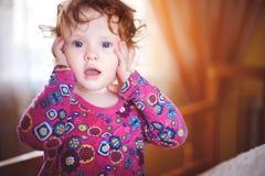 O bebê em um vestido vermelho imagens de stock royalty free