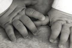 O bebê entrega o monochrome Fotografia de Stock