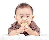 O bebê está comendo Foto de Stock