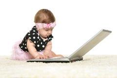 O bebê está jogando Fotografia de Stock