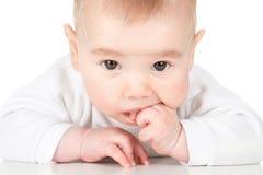 O bebê está levantando fotos de stock