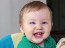 O bebê pequeno está rindo imagem de stock royalty free