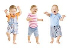 O bebê vai, expressão engraçada das crianças, jogando bebês, o fundo branco fotografia de stock royalty free