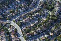 O beco sem saída suburbano de Thousand Oaks Califórnia dirige a antena fotografia de stock