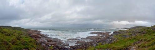 o beira-mar, vista natural pelo mar, é uma recreação imagens de stock royalty free
