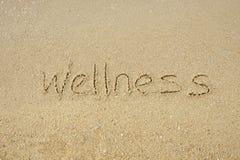 O bem-estar da palavra escrito na areia foto de stock royalty free