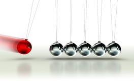 O berço de Newton com bola vermelha fotos de stock royalty free