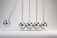 O berço de Newton de equilíbrio das bolas Imagem de Stock