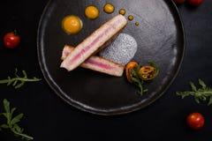 O bife cru corta o alimento do restaurante imagem de stock royalty free