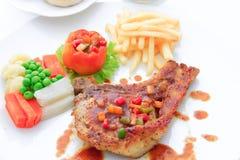 O bife de costeleta da carne de porco inclui o francês fritado, tomate Foto de Stock Royalty Free