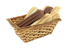 O biscoito barra a luz do cacau na cesta Fotografia de Stock Royalty Free