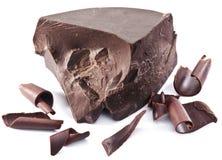 O bloco e as microplaquetas do chocolate aproximam-no Imagens de Stock Royalty Free