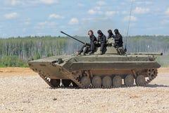 O BMP-2 (veículo de combate da infantaria) Fotografia de Stock Royalty Free