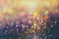 O bokeh Colorfull do ouro do brilho borrou o fundo abstrato para o bir