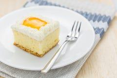 O bolo alaranjado esquadra petiscos saborosos Foto de Stock