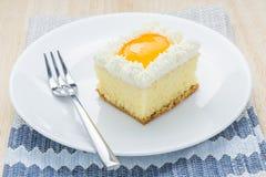 O bolo alaranjado esquadra petiscos saborosos Foto de Stock Royalty Free