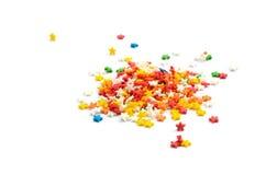 O bolo colorido da estrela polvilha a decoração no fundo branco Imagens de Stock