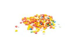 O bolo colorido do coração polvilha no fundo branco Imagens de Stock