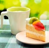 O bolo com café representa o restaurante da parte e endurece foto de stock royalty free