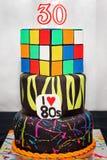 30o bolo de aniversário para alguém carregado no ` 1980 s Fotos de Stock