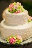 O bolo de casamento estabelece-se para o partido de jantar em Tailândia Fotografia de Stock Royalty Free