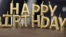 O bolo de chocolate grande com velas está girando na tabela na loja de pastelaria vídeos de arquivo