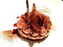 O bolo de Chocs bonito decora com açúcar imagens de stock royalty free