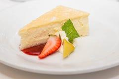 O bolo de queijo com decora Fotografia de Stock