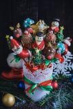 O bolo do Natal estala na cesta Fotografia de Stock Royalty Free
