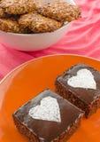 O bolo e a casa de chocolate fizeram cookies Foto de Stock