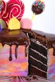 O bolo está em uma bandeja Fotografia de Stock