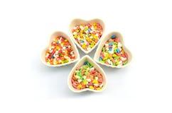 O bolo polvilha no copo do coração Imagens de Stock
