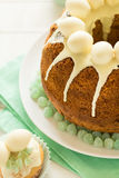 O bolo vitrificado da Páscoa decorou ovos de doces Imagem de Stock