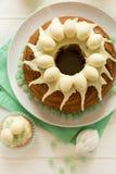 O bolo vitrificado da Páscoa decorou ovos de doces Imagens de Stock