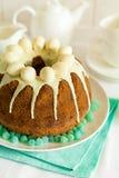 O bolo vitrificado da Páscoa decorou ovos de doces Fotografia de Stock Royalty Free