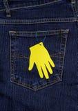 O bolso das calças de brim e da palma de papel Foto de Stock