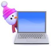 o boneco de neve 3d olha em volta de um PC do portátil Fotografia de Stock Royalty Free