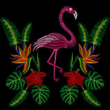 O bordado costura com pássaro do flamingo, flores tropicas do hibiscus Fotografia de Stock