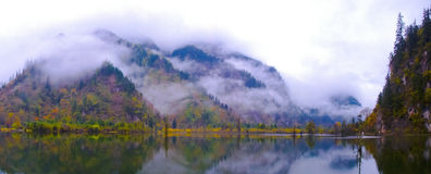 O bosque e os lagos colorized imagens de stock royalty free